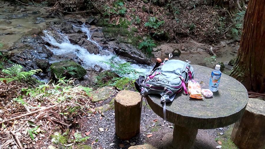 猿投山 猿投七滝 テーブルとベンチ
