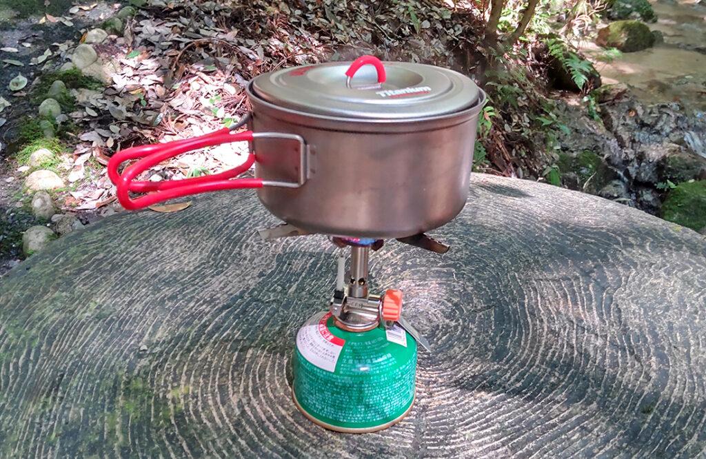 クッカーでお湯を沸かす
